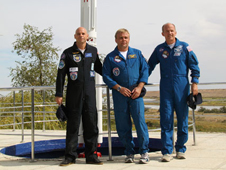 JSC2009-E-214039 -- Expedition 21 crew members